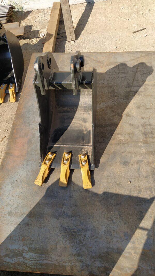30 cm – Łyżka podsiębierna do koparki 2,6 – 3,5 ton