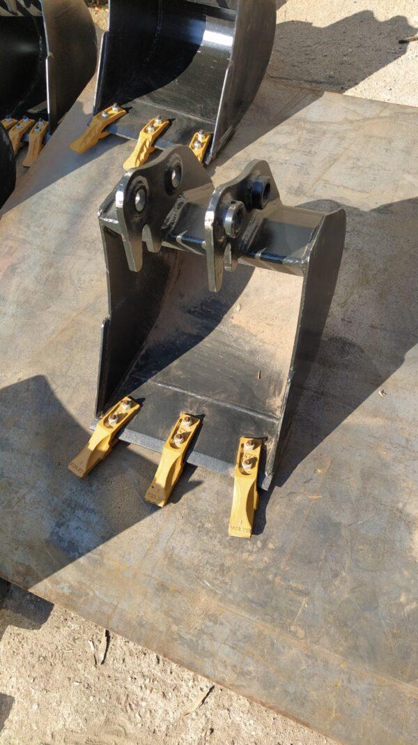 40 cm – Łyżka podsiębierna do koparki 1,9 – 2,5 ton
