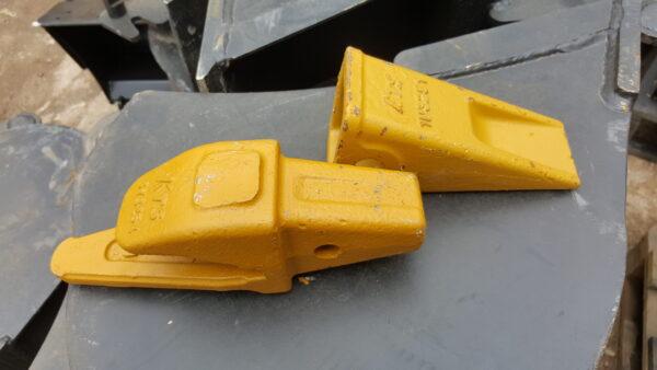 Ząb do łyżki koparki CAT J250 + adapter