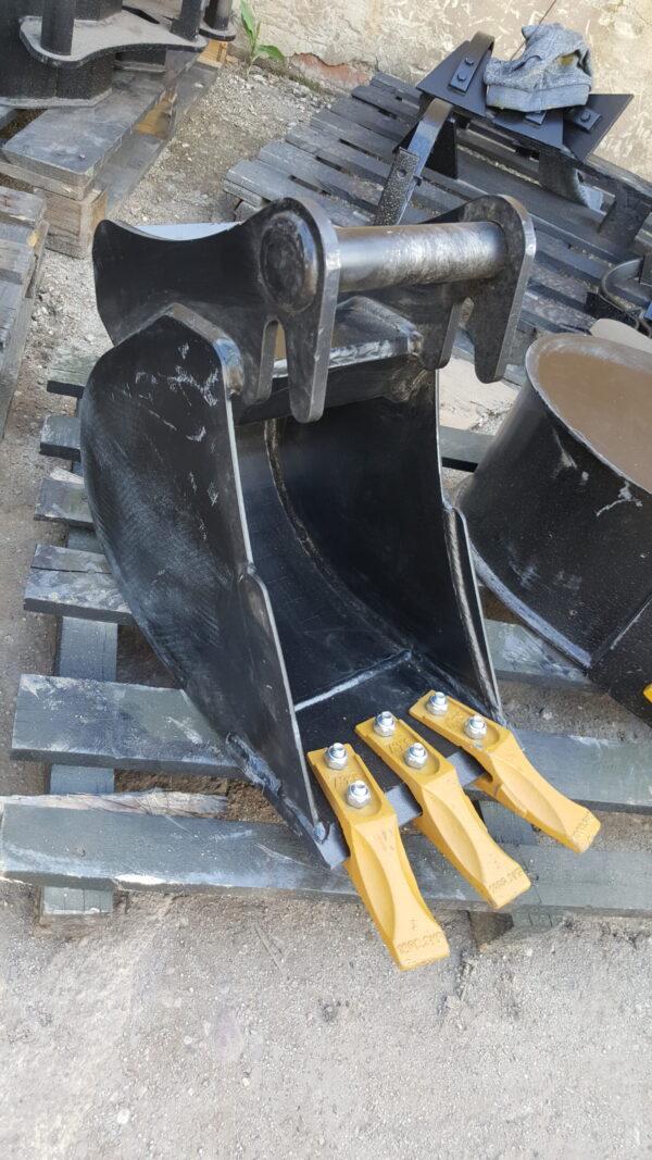 30 cm – Łyżka podsiębierna do koparki 1,1 – 1,8 ton
